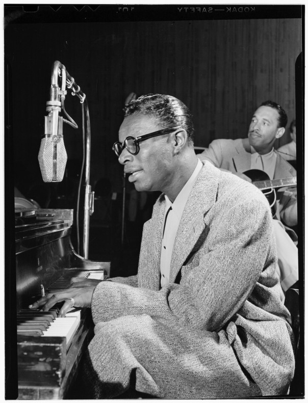 Nat_King_Cole_and_Oscar_Moore,_New_York,_N.Y.,_ca._July_1946_(William_P._Gottlieb_01541)
