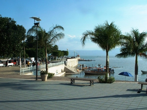 The malecon, Lake Chapala, Ajijic